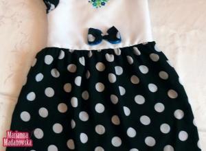 Biało-czarna sukienka w grochy przyozdobiona u góry ręcznym haftem łowickim - dla małej dziewczynki