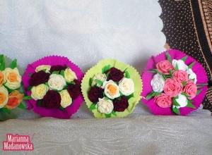 Cudne kolorowe bukieciki wykonane z bibuły z ręcznie uwitych róż