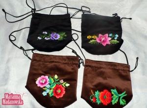 Cztery piękne torebki woreczki damskie ozdobione łowickim haftem ręcznym