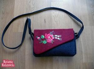 Folklor łowicki w nowoczesnym wydaniu - haftowana ręcznie torebka dla kobiet