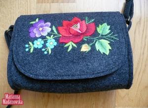 Folkowa torebka haftowana ręcznie nie tylko dla łowiczanek