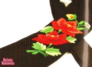 Krawat wychaftowany przez Mariannę Madanowską w czerwone róże łowickie