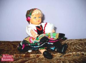 Lalka w stroju łowickim wykonana przez Mariannę Madanowską