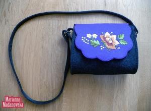 Łowicki folklor wiecznie żywy w nowoczesnym wydaniu - haft ręczny na kobiecej torebce