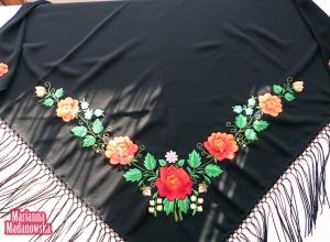 Misterny tradycyjny wzór kwiatowy wyhaftowany ręcznie na łowickiej chuście