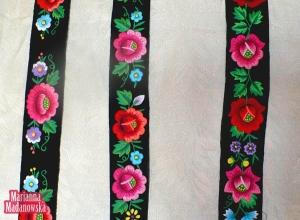 Paski z motywami kwiatowymi haftowane ręcznie przez Mariannę Madanowską