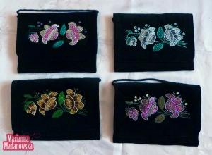 Piękne haftowane ręcznie koralikami torebki damskie - wzory łowickie