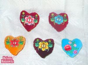 Poduszeczki serduszka haftowane ręcznie przez Mariannę Madanowską