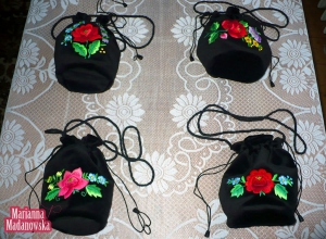 Przepiękne haftowane ręcznie przez Mariannę Madanowską łowickie sakiewki