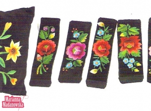 Ręcznie haftowane poduszki i bransolety autorstwa Marianny Madanowskiej