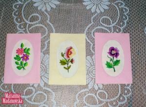 Ręcznie haftowane w łowickie motywy kwiatowe kartki pocztowe idealne na życzenia świąteczne