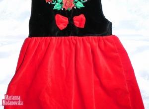 Ręcznie wyhaftowana sukienka - motyw kwiatowy z czerwonymi różami łowickimi