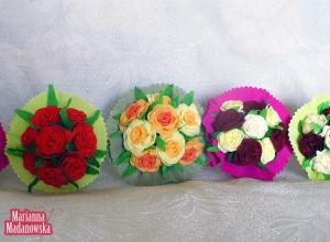 Różnokolorowe wykonane przez twórczynię Mariannę Madanowską z bibuły bukieciki kwiatów