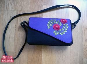 Stylizowana łowicka torebka damska haftowana ręcznie wzorami kwiatowymi