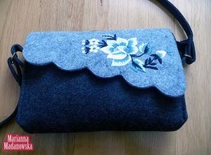 Stylizowana łowicka torebka haftowana ręcznie