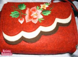 Stylowa torebka damska haftowana ręcznie łowickimi ludowymi motywami kwiatowymi