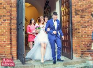 Wyhaftowana ręcznie przez Mariannę Madanowską suknia ślubna - łowicki wzór kwiatowy