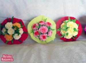 Wykonane ręcznie z kolorowej bibuły bukiety kwiatów - Marianna Madanowska