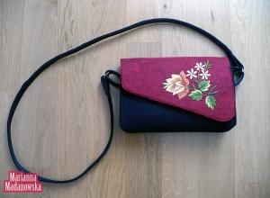 Złota róża na czerwonym tle - haft ręczny łowicki na torebce dziewczęcej