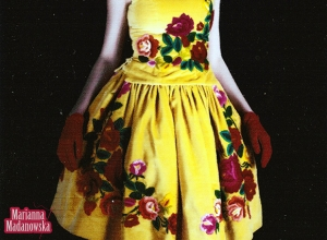 Żółta sukienka haftowana łowickimi wzorami ludowymi - haft ręczny wykonany przez Mariannę Madanowską